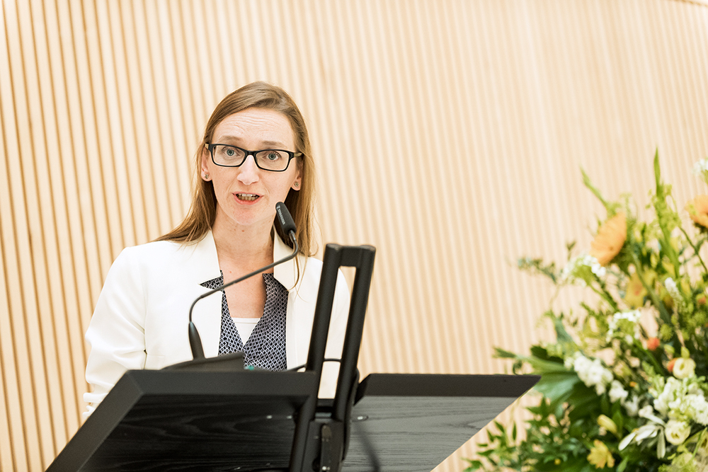 <p>Prof. Cristina Nevado, who took the initiative for the Chemical Landmark at UZH, held the laudatio.</p>