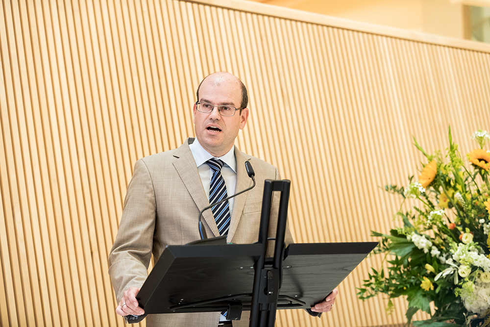<p>Prof. Karl Gademann, director of the Department of Chemistry, welcomed all the guests.</p>