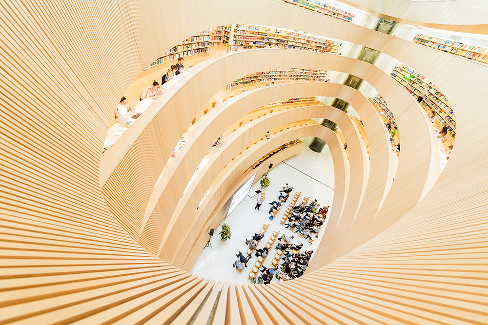 <p>The ceremony for the Chemical Landmark took place in the famous Calatrava library at Rämistrasse 76.</p>